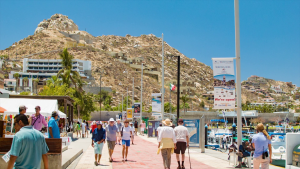 On average 80% of tourists who see Los Cabos, go at least 2 times to restaurants
